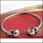 Bracelete 2 Caveiras